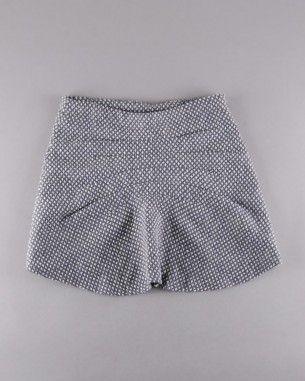 Falda de lana marca Adolfo Dominguez (talla 6 años)  http://www.quiquilo.es/catalogo-ropa-segunda-mano/falda-de-lana-marca-adolfo-dominguez-de-color-gris.html