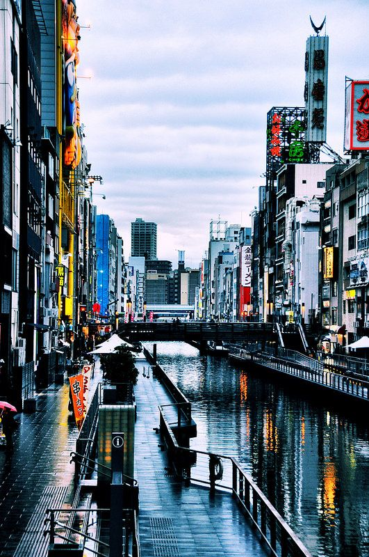 Downtown Osaka.  (this photo makes me homesick for a place I've never been.  jw)