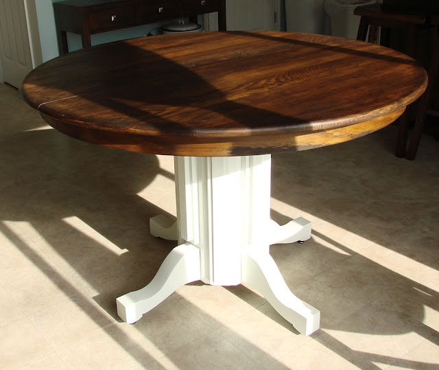 painted table walnut stain: Diy'S Furniture, Paintings Tables, Pedestal Tables, Furniture Idea, Crafts Idea, Apartment Decoration, Stains Tops, Round Tables, Oak Pedestal