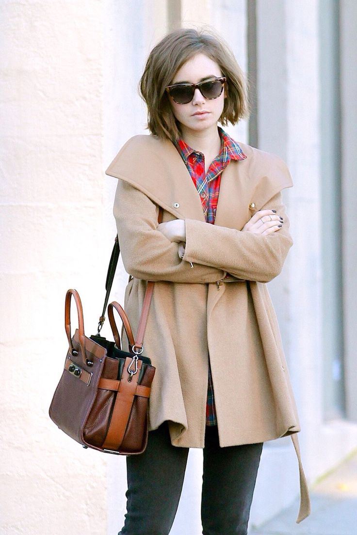 Lily Collins running errands in Beverly Hills (January 15, 2015)
