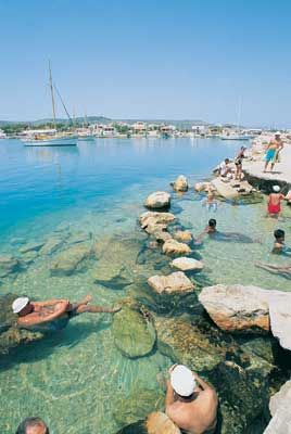 #holiday http://www.tatilhome.com.tr/cesme.html  İzmir'in ünlü Çeşme kıyısının mavi bayraklı Ilıca plajında tatil fırsatına ne dersin?