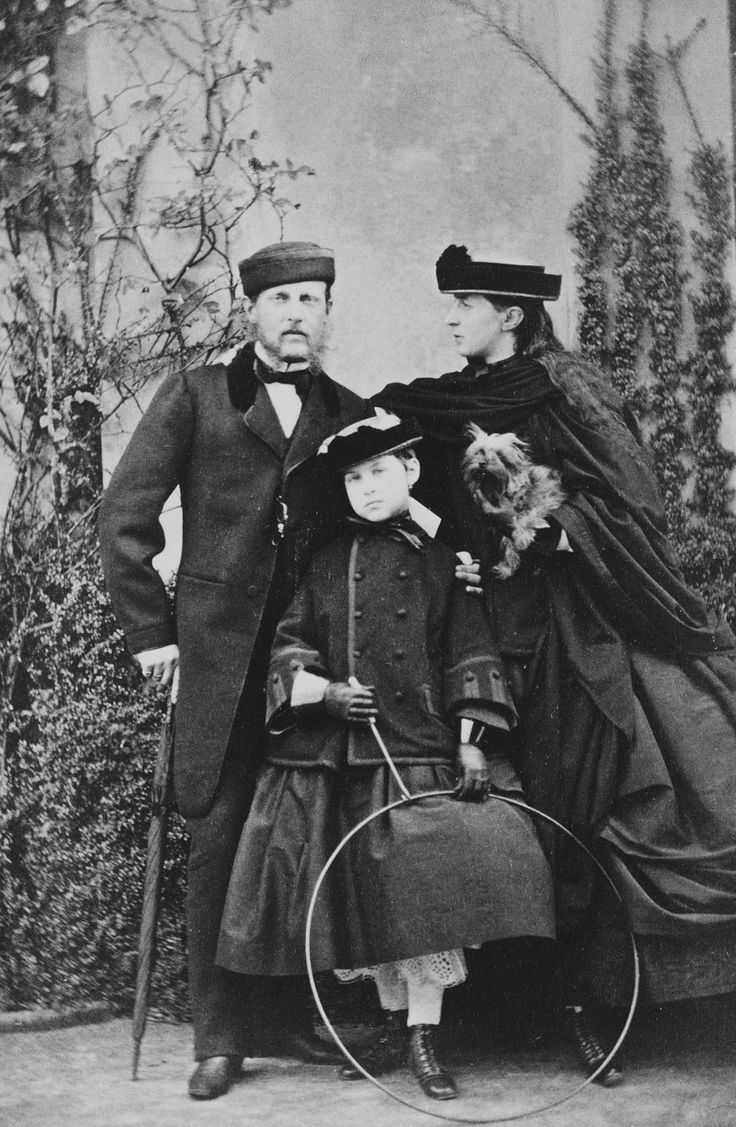 WG Lacy : Ryde - The Grand Duke Constantine of Russia (1827-92) and the Grand Duchess Alexandra Iossifovna of Russia (1830-1911) with their daughter the Grand Duchess Olga (1851-1926)
