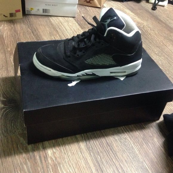 Jordan Oreo 5's (boys 6) (Nike) Jordan Oreo 5s still in good condition these some yellowing on the bottom and a few flaws but they are still pretty good (taking best offer no low ballers) these shoes are 2 years old also note I haven't tried to repair or clean them there is some paint pealing they are a 6 in BOYS the box is included Jordan Shoes Sneakers