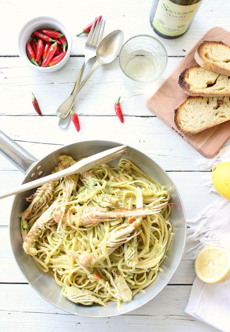 linguine in crema di scampi e zucchine.