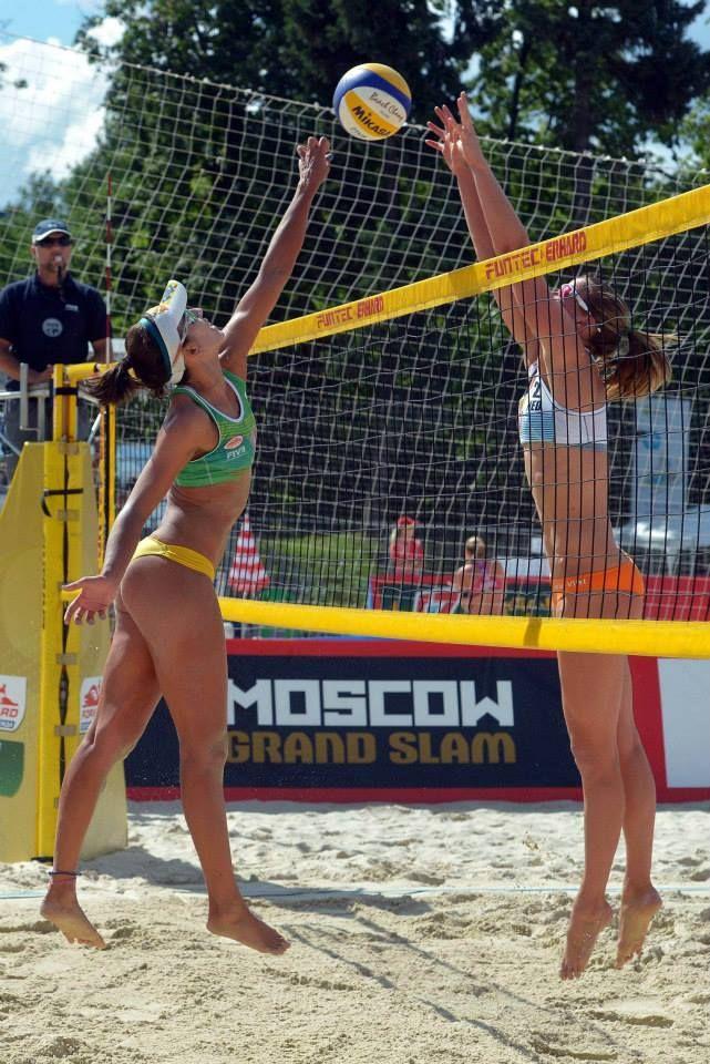 Голые волейболистки в сауне