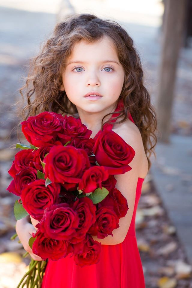girls fashion + red roses                                                                                                                                                      More