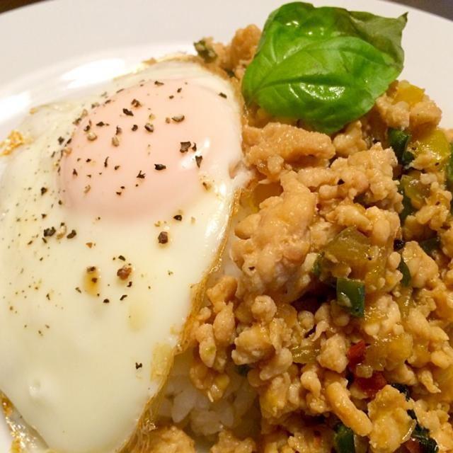 今日は、タイの定番料理ガパオライス作ってみました!\(´ω`)/ 結構しょっぱくなってしまった…笑 でも、卵も半熟でとても美味しかったです!!✨ - 16件のもぐもぐ - ガパオライス by nagogra