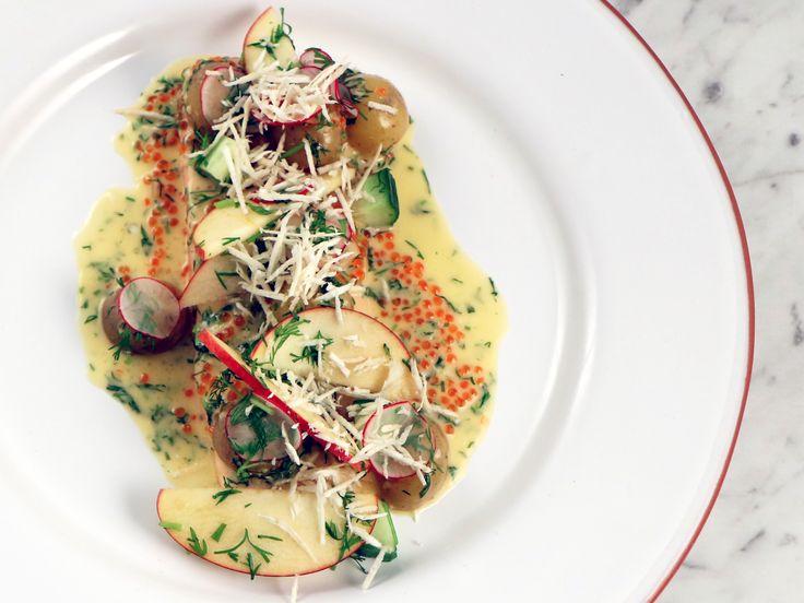Ugnsbakad röding med gurka, äpple, pepparrot, forellrom och krasse | Recept från Köket.se