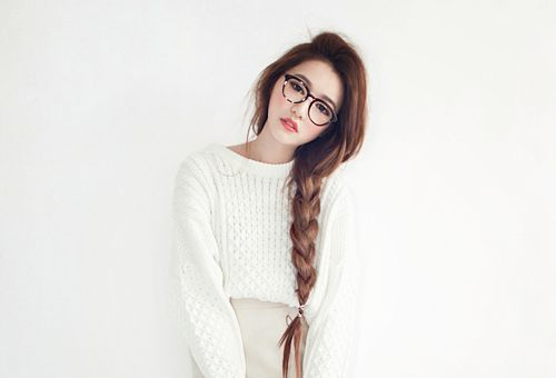 I have that length of hair so i'm gonna copy this messy hairstyle