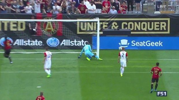 #MLS  MISS: Kenwyne Jones knocks header wide