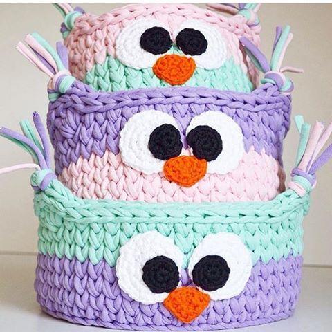 Hahaha que lindeza  {inspiração} #handmade #feitoamão #cestos #basquete #cestofiodemalha #artesanato #artesanal #fiodemalha #torora #ganchillo #trapilho #detalhes #coruja #criativo #divertido #crochê #crochet #kids #babyroom #decoraçãoinfantil #quartodemenina #decor #decoracao #yarn #knitting #inspiração #boanoite #inspiration From @katrin_basket