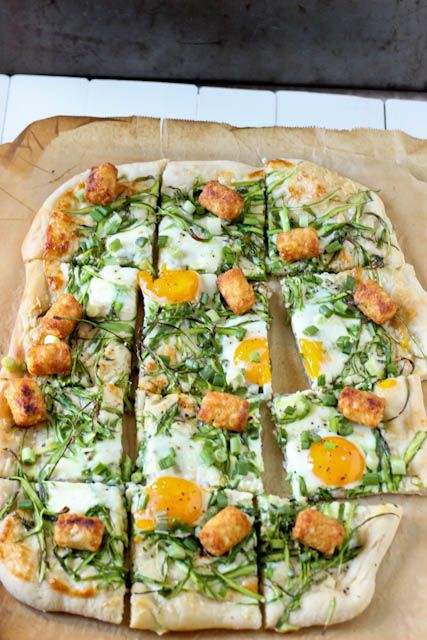 Breakfast Pizza with tater tots