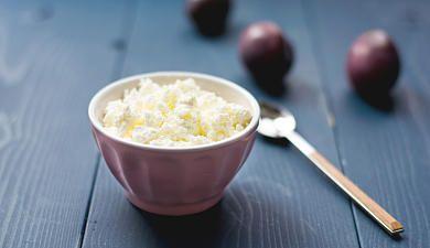 Hüttenkäse ist ein idealer Nacht-Snack zum Abnehmen
