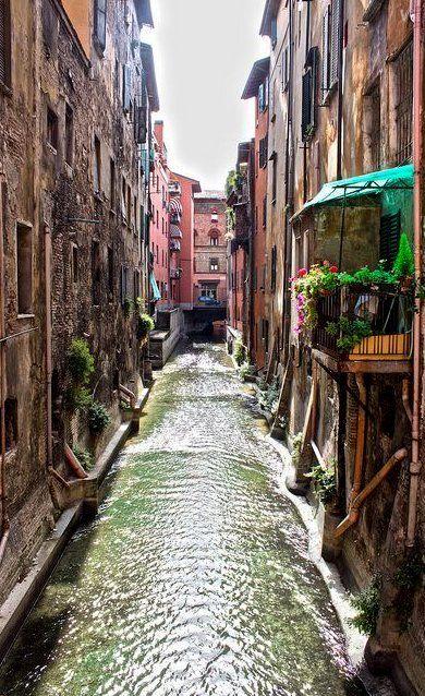 Bologna, Italy  A preparar-me para as férias!!!! QUER GANHAR DINHEIRO COM INTERNET? http://www.bolosdatialuisa.com/eu