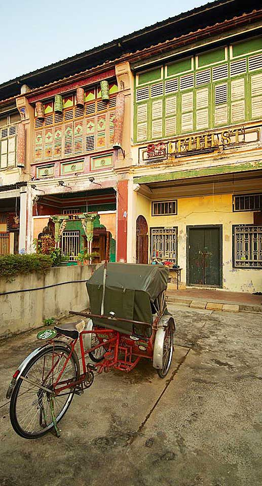 Colourful shophouses line the UNESCO World Heritage district of George Town #Indistay | Penang, Malaysia