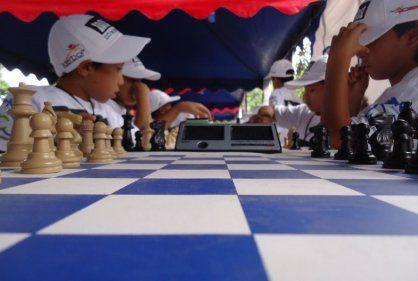 Se realizó la segunda parada de Ajedrez Al Parque RCN-Coosalud.  En el Colegio Amarillo del barrio Chile se realizó la segunda jornada deportiva de Ajedrez Al Parque Rcn-Coosalud, la cual es organizada en Cartagena.   La jornada finalizó cerca de las 6 de la tarde del pasado 25 de abril y la próxima cita del deporte ciencia tendrá lugar en el municipio de Malagana el sábado 2 de mayo a las 10am.