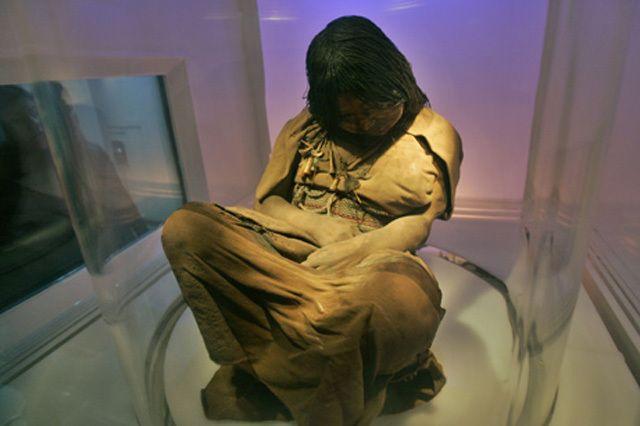 El cuerpo de Juanita se encuentra en el Museo Santuario de Altura del Sur Andino de la Universidad Católica de Santa María de Arequipa, Perú.  Se encuentra en un congelador especial. La urna está asegurada con perfiles de acero y tiene en su interior dos capas de plexiglás. El interior de esta urna se encuentra a una temperatura de -19 °C, para evitar la descomposición del cadáver, con luz bastante débil para evitar la propagación de bacterias.
