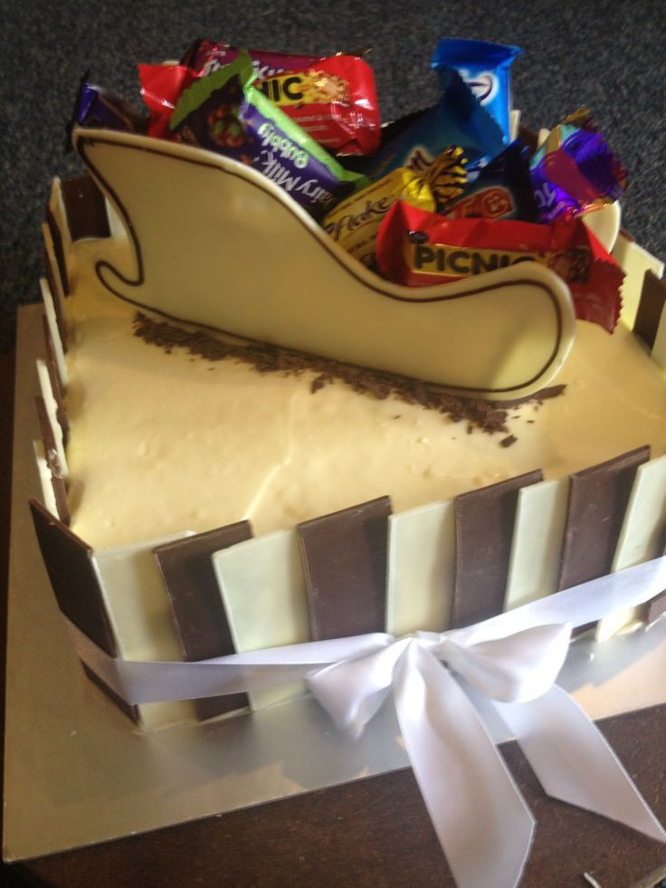 3d sleigh on a caramel mud cake with cream cheese frosting