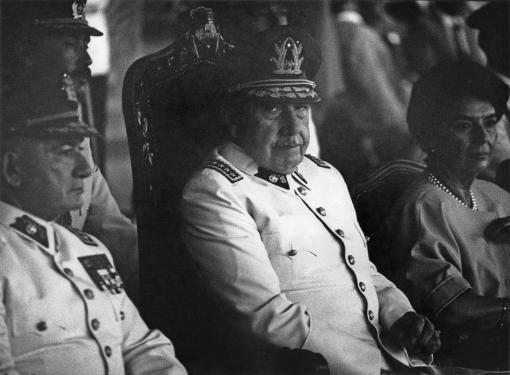 Augusto Pinochet, Santiago de Chile 1986 © Barbara Klemm