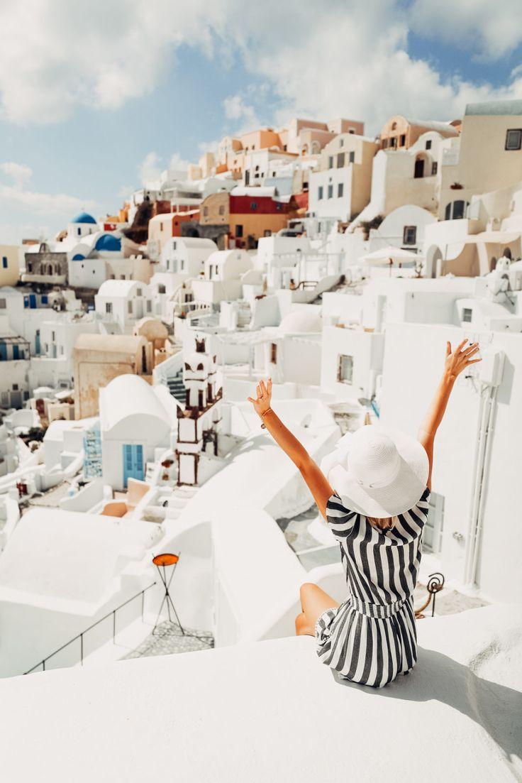 Travel | Summervibes | Santorini | Bucketlist | Summer | Vacation | Sun | Beach | White house | More on Fashionchick