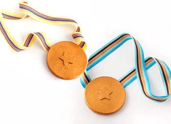 Gold Medals for Kids - Kids' Crafts Homemade Olympic Gold Medals - Make Your Own Gold Medal - Kaboose.com