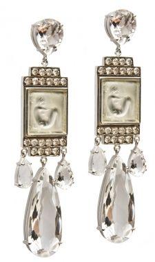Brincos de ouro branco 18k, diamantes, cristais de rocha e antigas abotoaduras Lalique, anos 1940 / Isabella Blanco