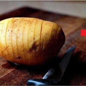 簡単なのに超美味そう!じゃがいもに切れ目を入れて焼くだけの「ハッセルバックポテト」