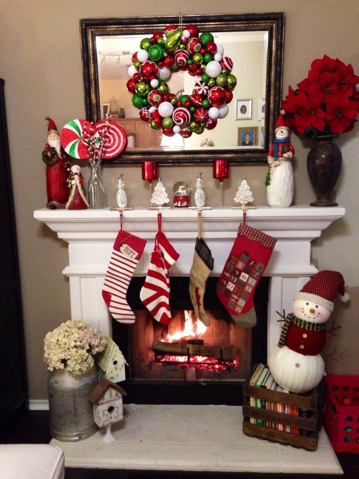 25 best ideas about christmas fireplace decorations on for Como decorar mi jardin con plantas