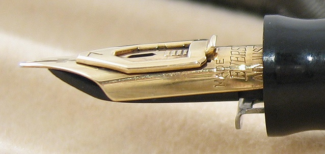 Adjustable nib made by Wahl Eversharp around 1935. This feature was introduced by the firm in 1932. Photo by SanchezAlamo.: Photo