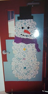 snowflake snowman - love this way to display the classic scissor cut snowflakes for kids that they love to make so many of! snip away!