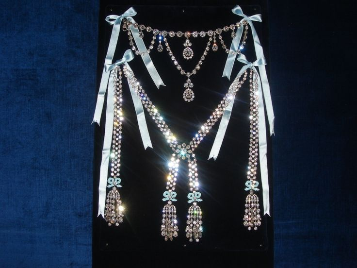 The Famous Diamonds Necklace That Cost A Head To The Queen