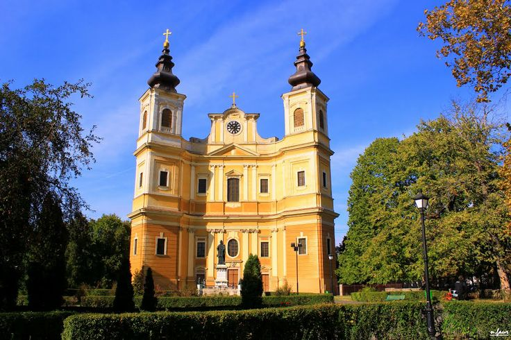 Oradea. The Roman Catholic Cathedral in Oradea, built between 1752 and 1780, is Romania's largest Baroque religious edifice. Drawing on plans for the Church of the Gesu in Roma.