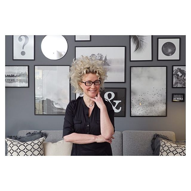 @karinmannerstal inreder ett grafiskt vardagsrum i kvällens program. Svart & vitt är Karins melodi!  kl: 20:00 på @tv4 ◽️▪️⬛️▫️◻️◾️ #äntligenhemma #karinmannerstål #vardagsrum #inredning #interior #svartvitt #grafiskt