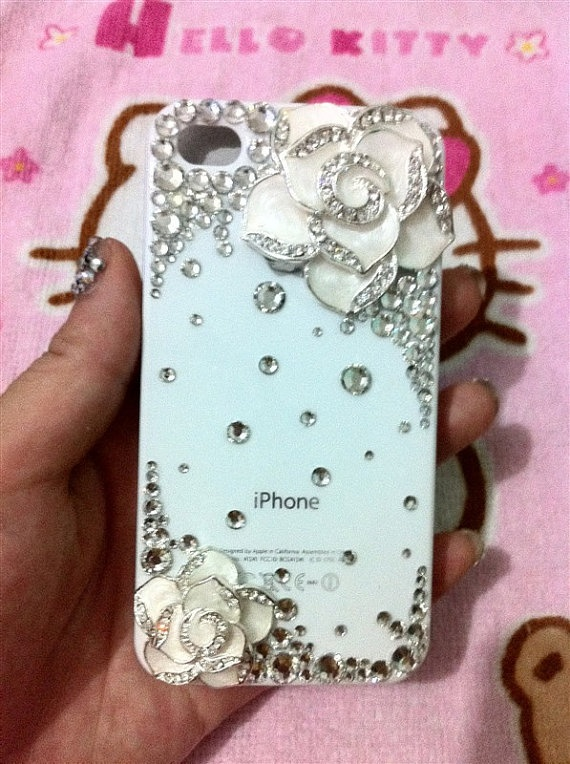 I SOO WANT THIS CELL PHONE CASE!!!<3