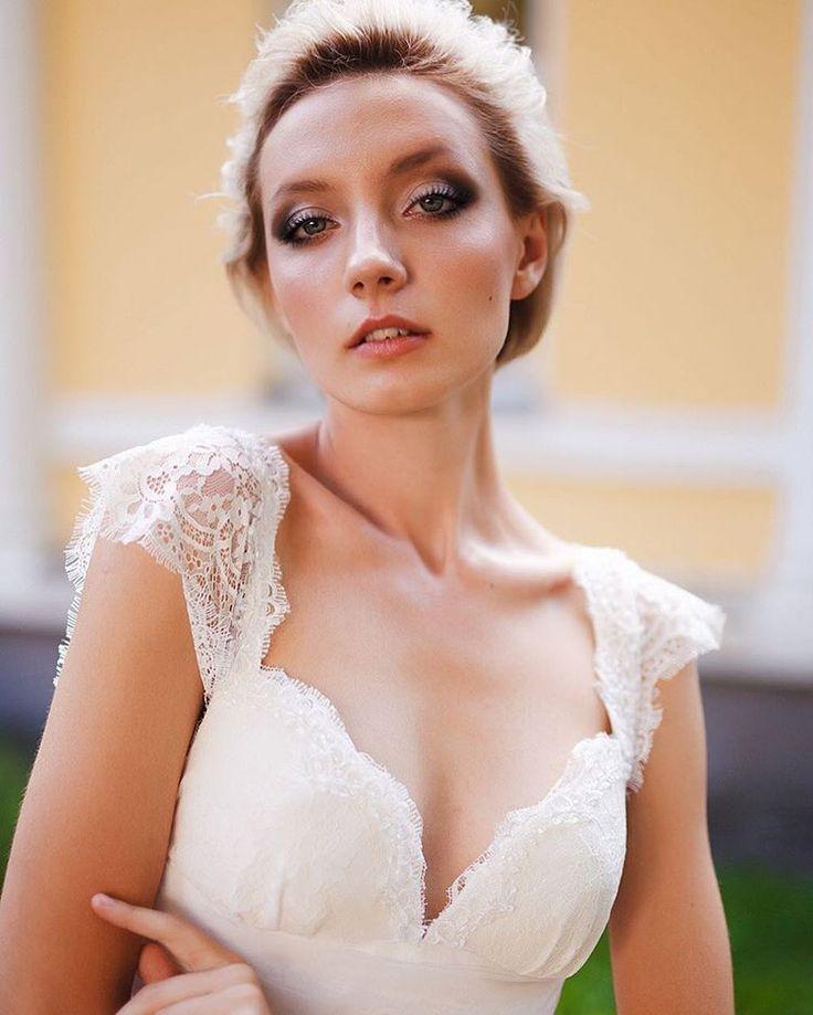В голове мыслей нет ... новых видео не отсняла ... значит сегодня просто красивое фото девушки ... вечером будет небольшой сюрприз �� #wedding #weddingday #weddingmakeup #weddingstyle #weddinghair #bride #bridestyle #bridemakeup #bridehair #невеста #невестамосква #свадебныйстилист #свадьба #свадебнаяприческа #свадебныймакияж #свадебныйвизажист#мичуринскийпроспект #раменки #метрораменки #мосфильмовская #кутузовскийпроспект #университет #метроуниверситет #проспектвернадского…