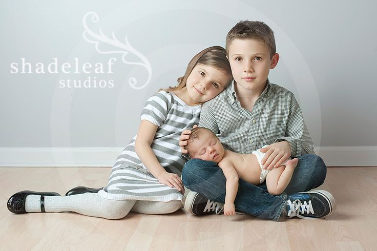 Newborn with older siblings - my favorite pose from this session!  www.shadeleafstudios.com