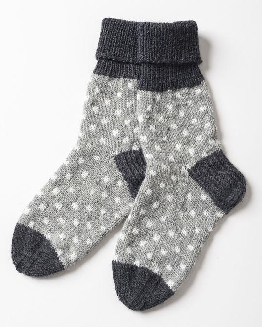 Pilkulliset neulesukat Novita Nalle ja Novita Wool | Novita knits