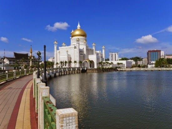 Mosque, Bandar Seri Begawan, Brunei, and 'Venice of the east'
