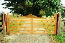 Solid single timber gate giving the appearance of a pair of gates