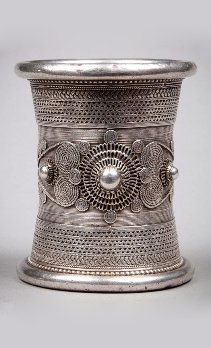 Western Burma | Bracelet from the Chin people; silver toned metal. | 180€ ~ sold (Mar '14)