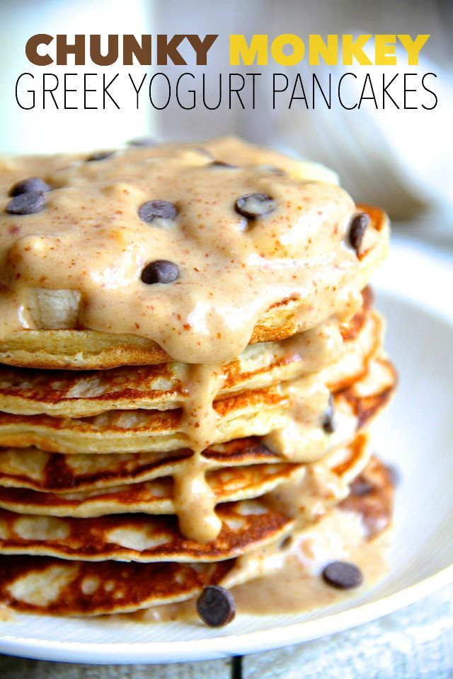 chunky monkey greek yogurt pancakes || running with spoons