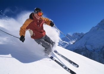6 Clever Tips for Travelling Light on Your Next Ski Holiday