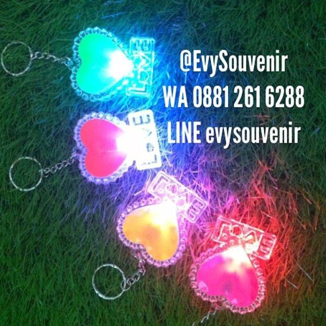 Restock Gantungan Kunci Love (ada lampunya)  Rp.3.500 (+plastik)  #readystock 1200pcs  langsung hubungi zivie ya say di WA 0881.261.6288 atau LINE evysouvenir terima kasih ^^,