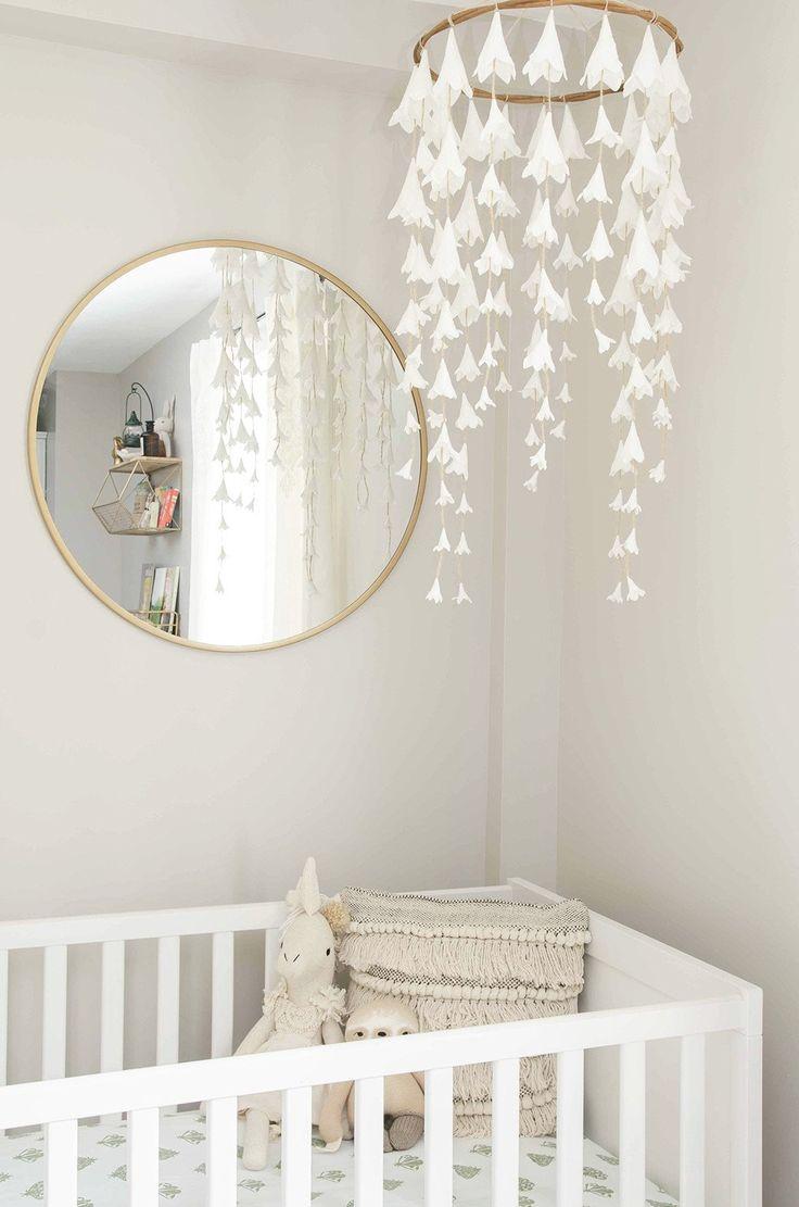 Un grand miroir animera instantanément une pièce monochromatique.   – Kinderzimmer