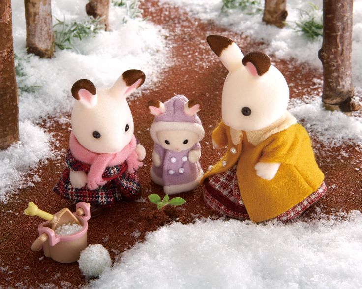 the winter day whith the rabits familie / día de invierno con la familia de conejos . sylvanian families.