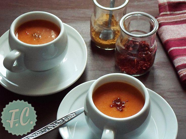 Η κολοκυθόσουπα από πορτοκαλί κολοκύθα είναι μια από τις ωραιότερες σούπες που έχετε γευτεί αλλά και μια πανεύκολη συνταγή για σούπα! Το