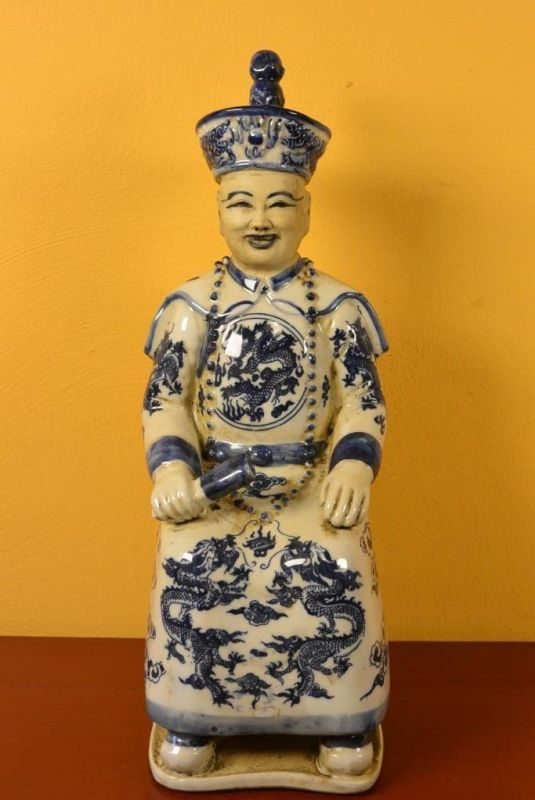 Statue Chinoise - Jeune mandarin Chinois assis porcelaine bleu et blanc