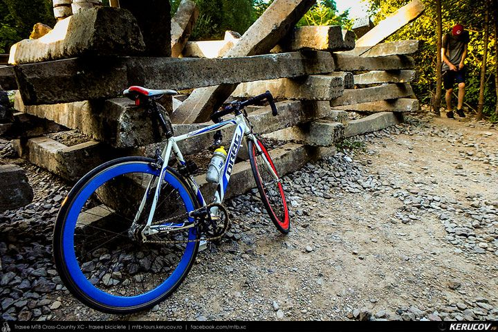 Foto: Optional - Romania, Bucuresti, Parcul Herastrau: Incidente. Accidente. Schimbari. Variante ocolitoare. Unde se termina Parcul Herastrau. La podul CFR. Optional. Paza. Discutii. Traversare. Traverse. Complicat. Libertate. Laterala. Colaterala. Salt. <br />Drag Master Pro SSP - © 2007 - 2017 | KERUCOV .ro