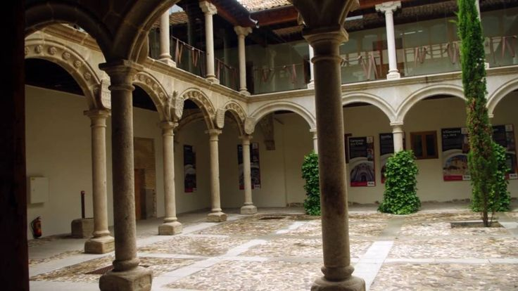 Fotos de: Ávila - Plaza del Corral de las Campanas y Palacio de los Verd...
