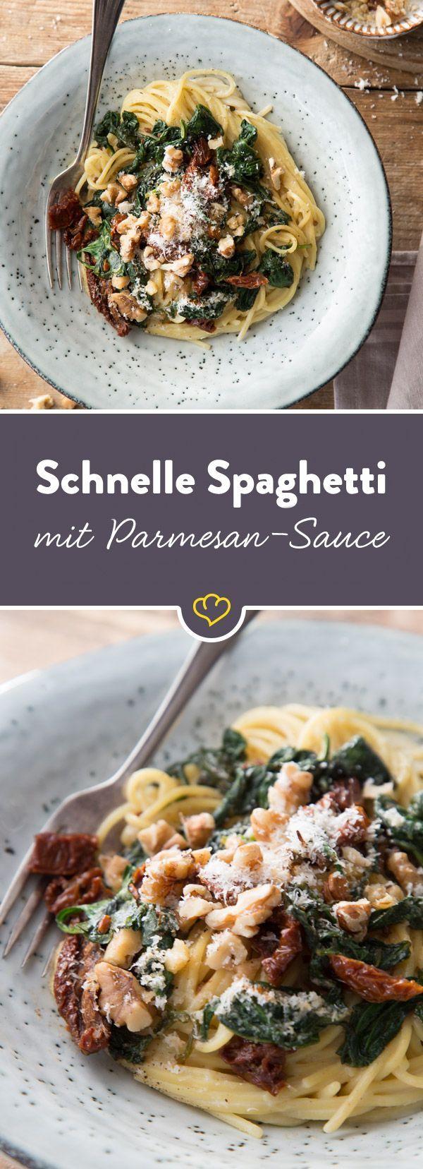 Wenn es schnell gehen muss: Diese Pasta ist ruckzuck tellerfertig und füllt den Magen mit einer cremigen Nudelsauce, getrockneten Tomaten und Walnüssen.